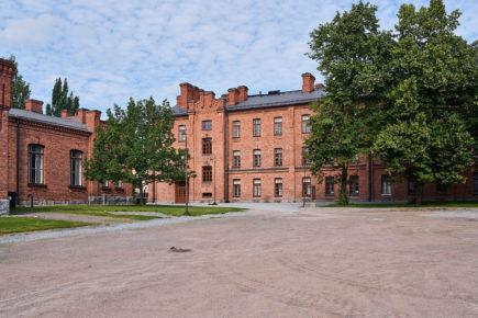Suomen_kasarmi1_kivitaloinfo